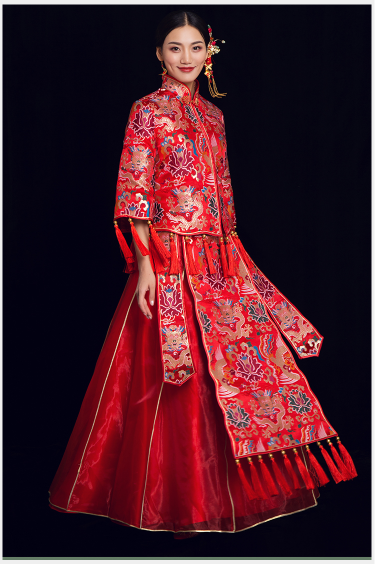 龙朝凤中式礼服:流苏奢华新娘礼服