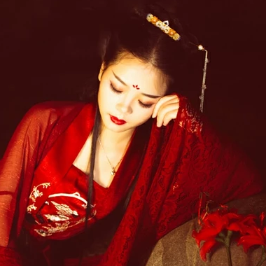 夜晚彼岸花红衣女生头像,唯美古风真人头像