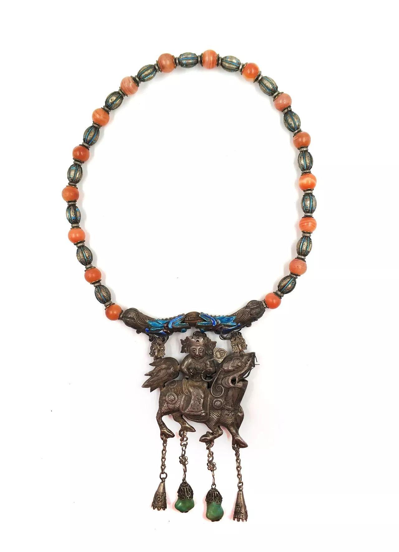 古老的美好祝福饰品:巧夺天工的长命锁