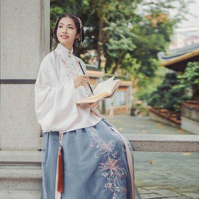立领斜襟袄裙汉服,淡雅脱俗菊