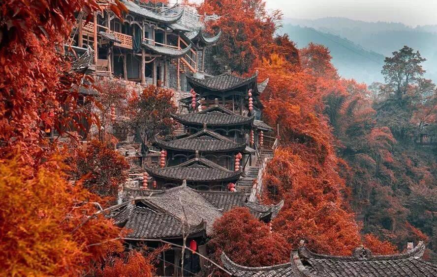 一座挂在瀑布上的古镇,水灵地灵芙蓉镇
