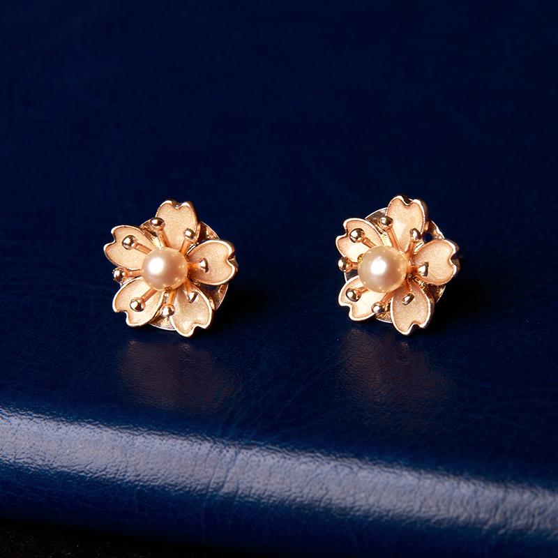 珍珠花朵耳钉:简约小巧耳饰耳环