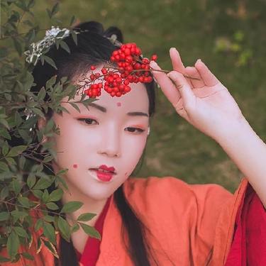 红豆相思红衣女生头像,唯美古风真人头像