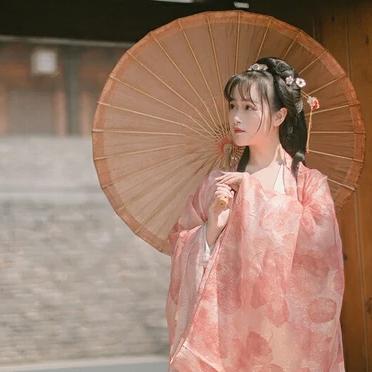 文艺粉纱裙带伞女生头像,唯美古风真人头像