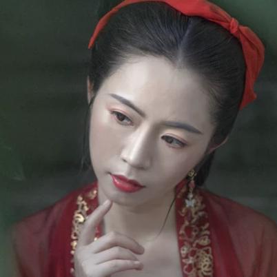 樱桃红衣古风头像,娇艳美人!
