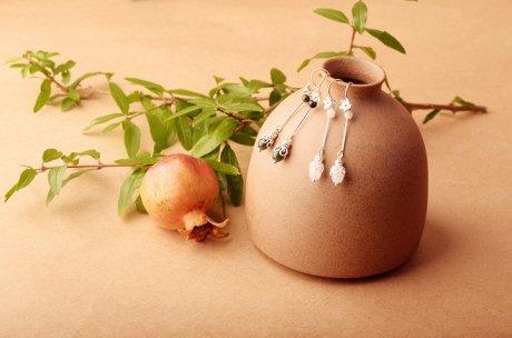 黛茉耳环:天然翡翠缅甸玉米珠