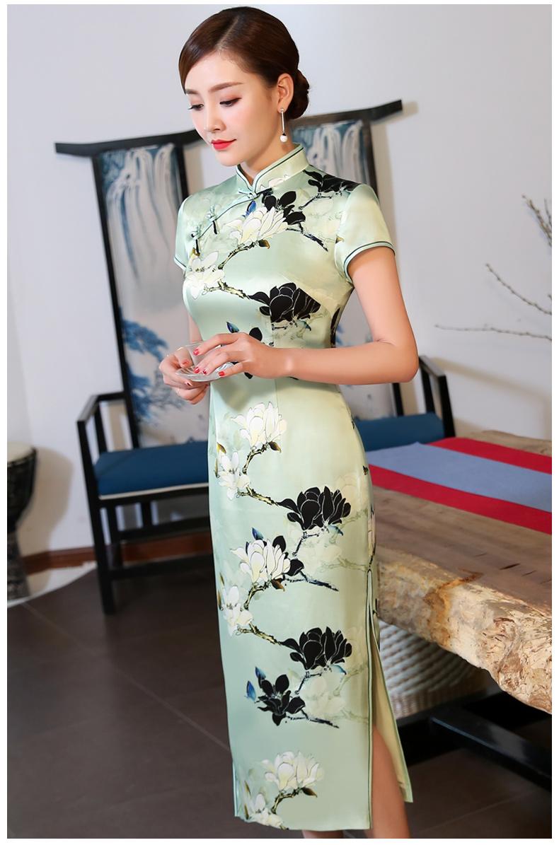 黑白玉兰印花浅绿色旗袍:清凉一夏好时光