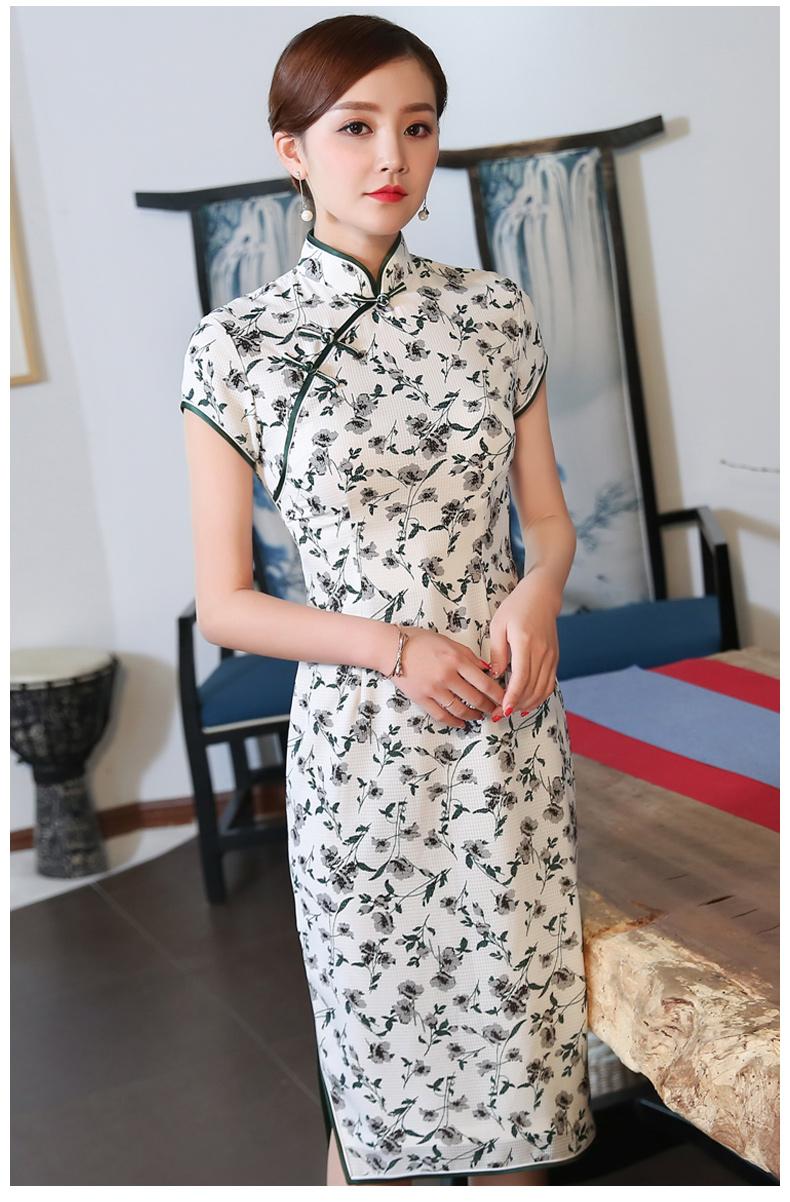 时尚小碎花旗袍:充满灵性的韵美