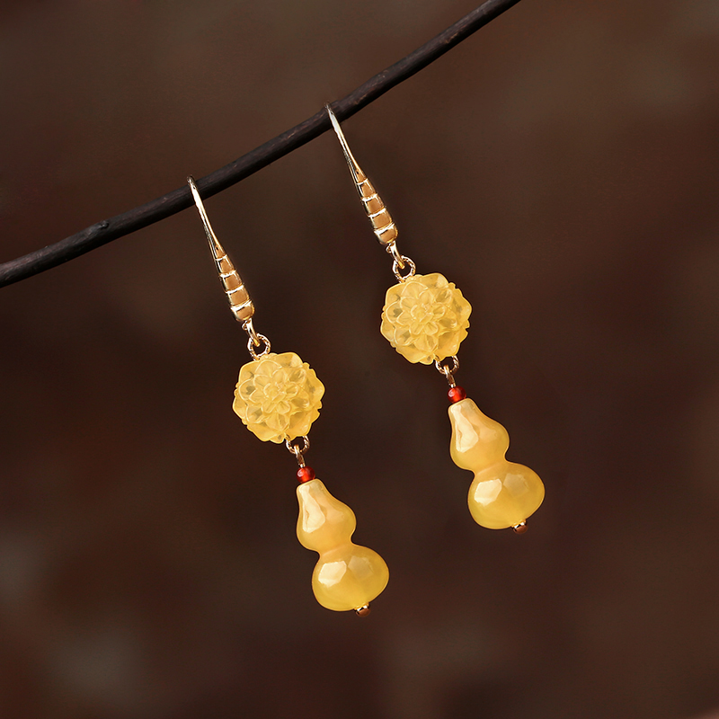 惊艳黄色耳环:略带淑女气息的首饰