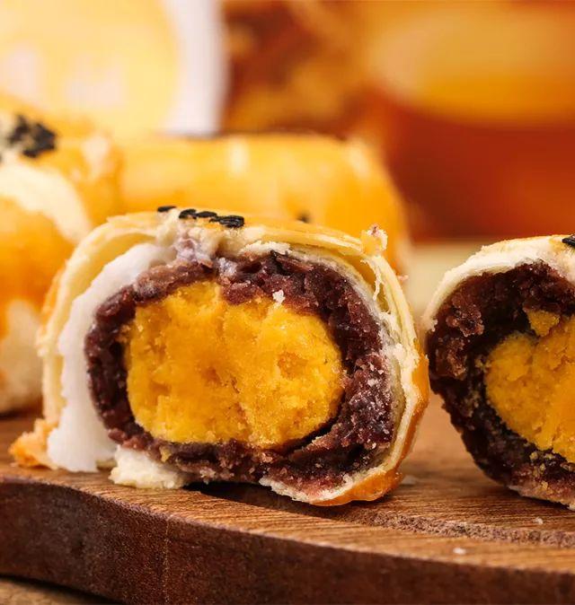 特色美食海鸭蛋黄酥:让人上瘾的蛋黄酥!