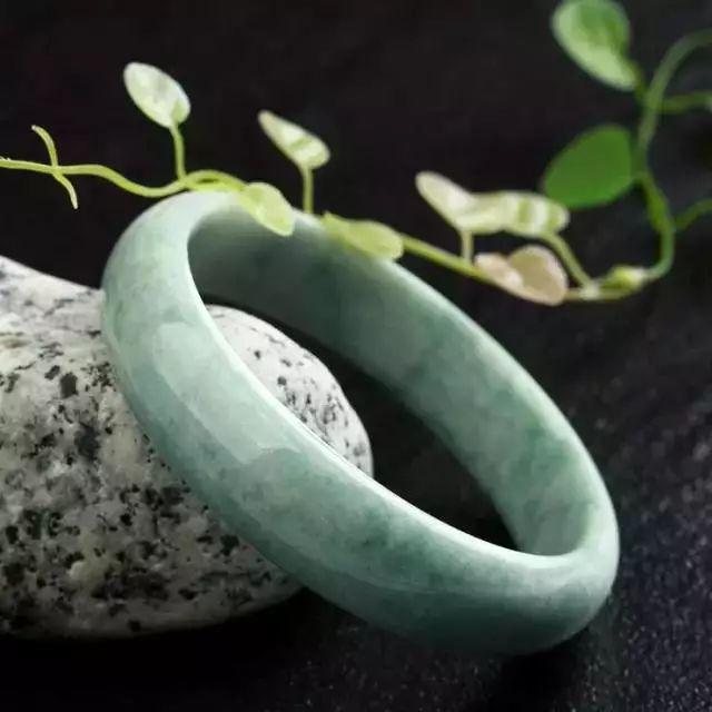 翡翠手镯的样式:最全翡翠品种大全