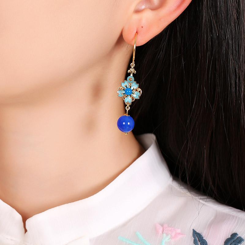 清新的蓝色花朵耳环:复古景泰蓝首饰