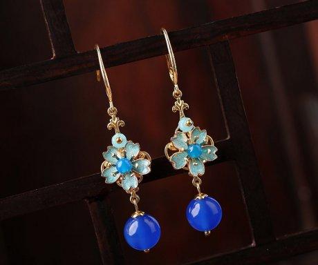 清新的蓝色花朵耳环:复古景泰