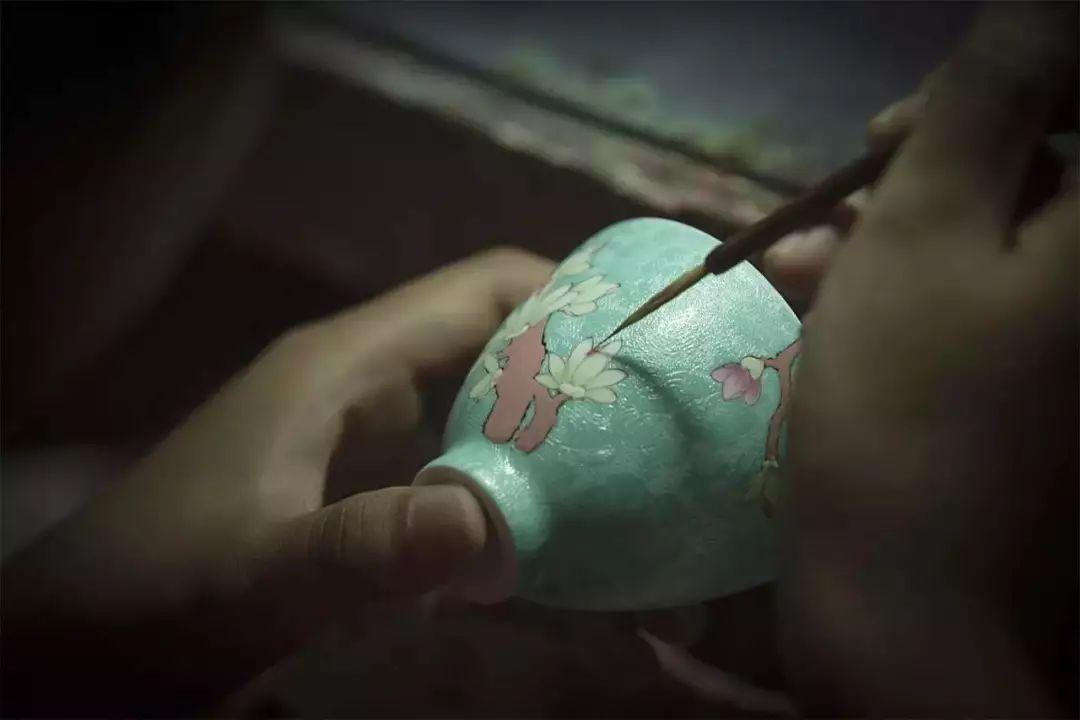 粉彩扒花工艺:细腻绝妙的陶瓷工艺!