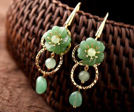 简洁绿色小花耳环,清新淡雅的