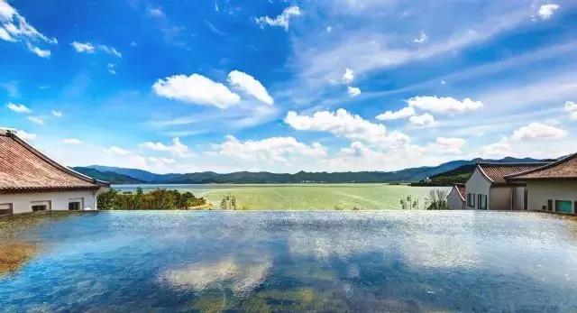 10家遗世独立的湖畔民宿,感受盛夏的一股清凉