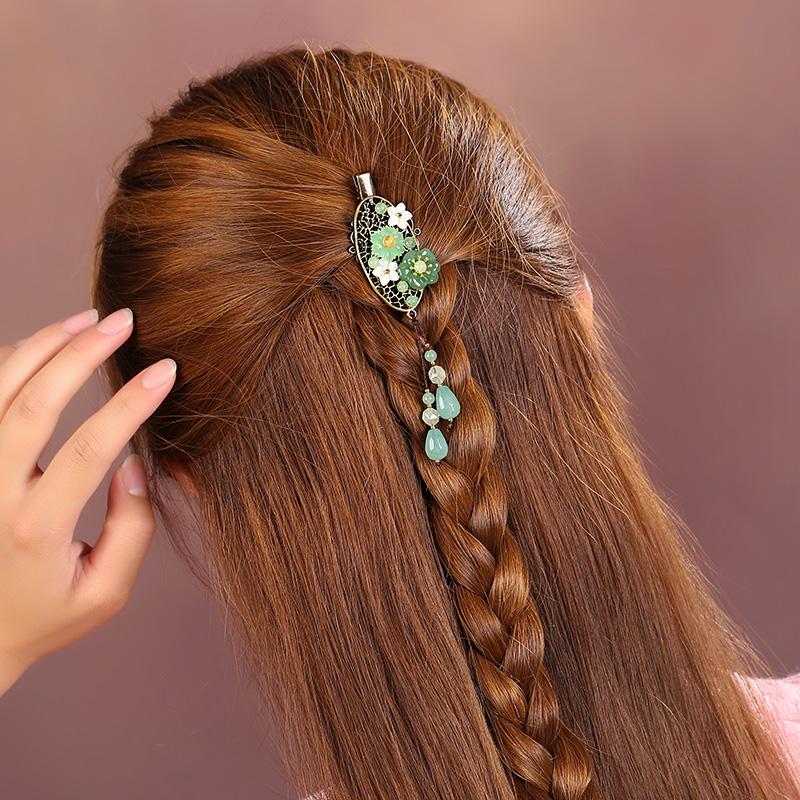 一款淡绿系的古铜发夹,优雅别致古风头饰