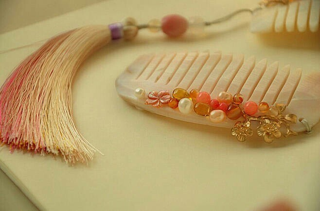 一组古风梳子饰品,品味古典韵味之美