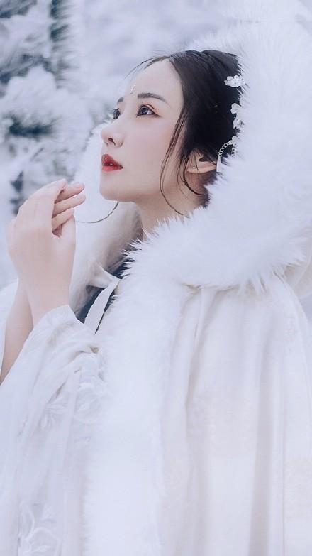 唯美雪景古装美女图片,清新淡雅的古装摄影欣赏