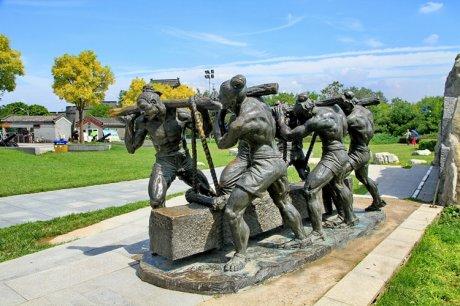 卢沟桥头的现代雕塑艺术作品