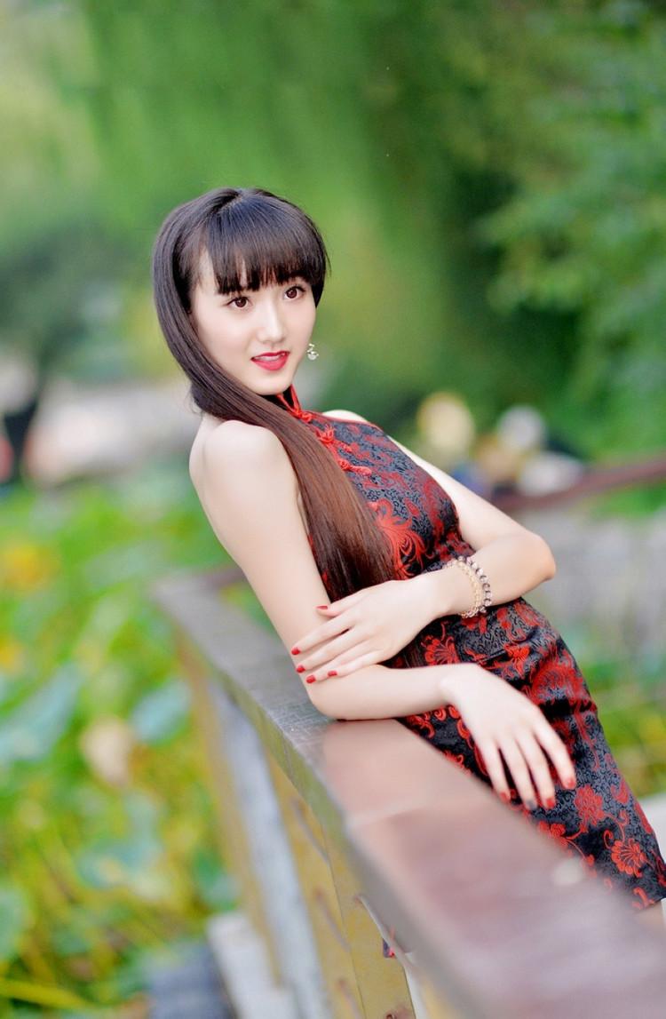 晚礼服发型_俏美中国风现代紧身旗袍设计艺术- 中国风